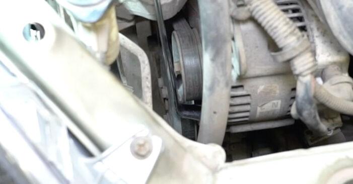 Slik bytter du TOYOTA Yaris Hatchback (_P1_) 1.0 (SCP10_) 2000 Kileribberem selv – trinn-for-trinn veiledninger og videoer