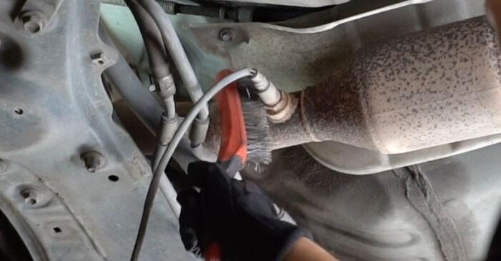 Sustitución de Sonda Lambda en un Toyota Yaris p1 1.4 D-4D (NLP10_) 2001: manuales de taller gratuitos
