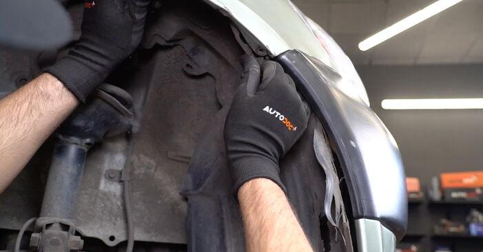Kuinka vaihtaa Ajovalot TOYOTA Yaris Hatchback (_P1_) 2004 -autoon: lataa PDF-oppaat ja video-ohjeet