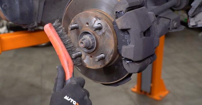 Wie schwer ist es, selbst zu reparieren: Hauptscheinwerfer Toyota Yaris p1 1.0 (SCP10_) 2005 Tausch - Downloaden Sie sich illustrierte Anleitungen