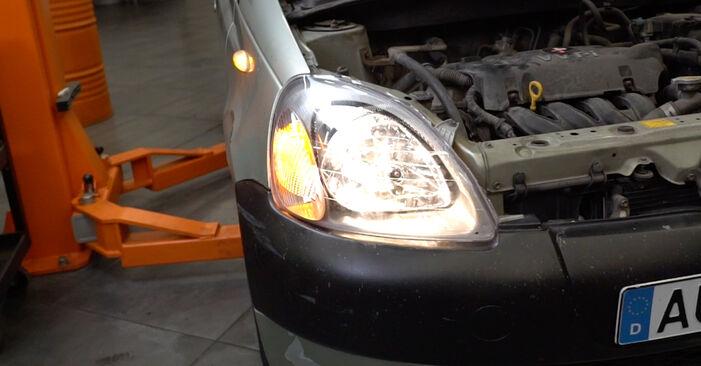 Schritt-für-Schritt-Anleitung zum selbstständigen Wechsel von Toyota Yaris p1 2005 1.5 (NCP13_) Hauptscheinwerfer