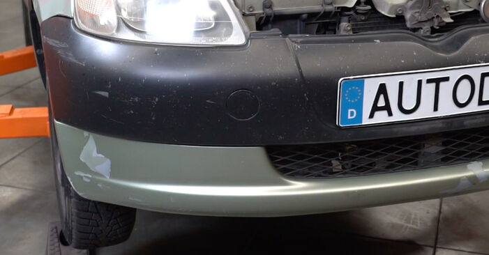 Hauptscheinwerfer Toyota Yaris p1 1.3 (SCP12_) 2001 wechseln: Kostenlose Reparaturhandbücher