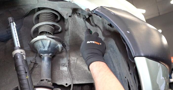 Hauptscheinwerfer am TOYOTA Yaris Schrägheck (_P1_) 1.3 4WD (NCP15) 2004 wechseln – Laden Sie sich PDF-Handbücher und Videoanleitungen herunter