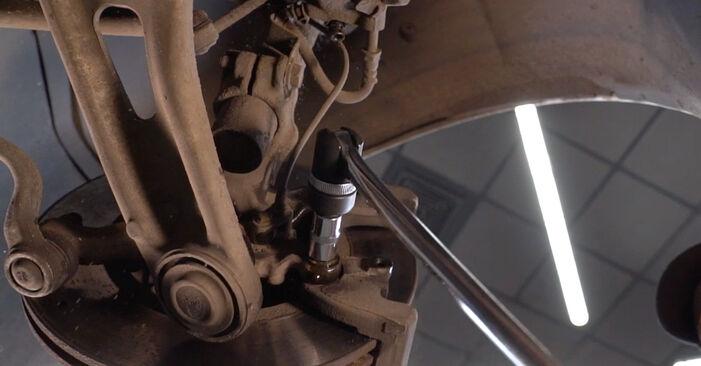 Schritt-für-Schritt-Anleitung zum selbstständigen Wechsel von BMW 3 Touring (E46) 2003 330d 3.0 Bremsscheiben