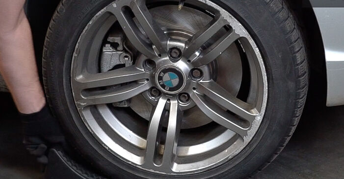 Wechseln Domlager am BMW 3 Touring (E46) 318i 2.0 2001 selber