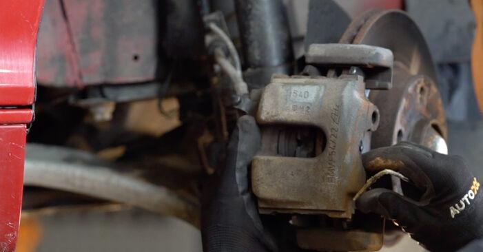Austauschen Anleitung Bremsbeläge am BMW e46 Cabrio 2000 330Ci 3.0 selbst