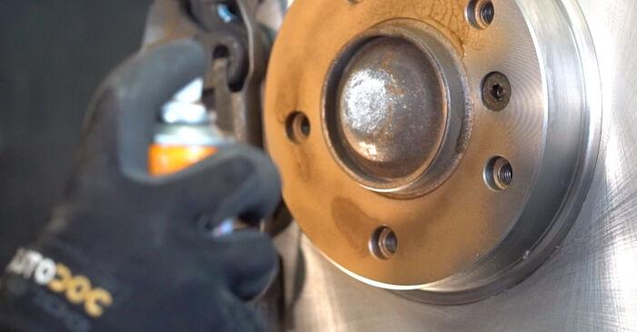 Wie schwer ist es, selbst zu reparieren: Bremsbeläge BMW e46 Cabrio 320Cd 2.0 2004 Tausch - Downloaden Sie sich illustrierte Anleitungen