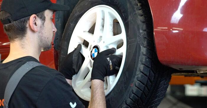 Bremsbeläge beim BMW 3 SERIES 330Cd 3.0 2005 selber erneuern - DIY-Manual