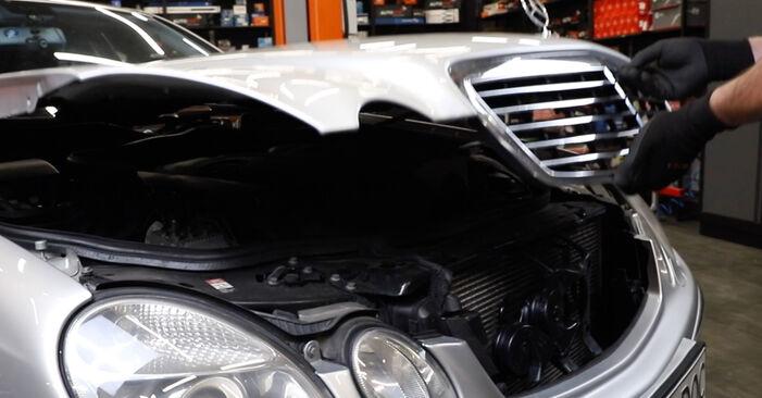 Как се сменя Индикатор за износване на Mercedes W211 2002 - безплатни PDF и видео уроци
