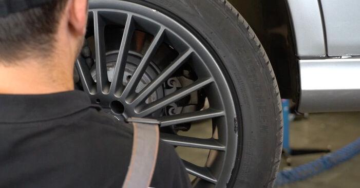 Не е трудно да го направим сами: смяна на Индикатор за износване на Mercedes W211 E 320 CDI 3.0 (211.022) 2008 - свали илюстрирано ръководство