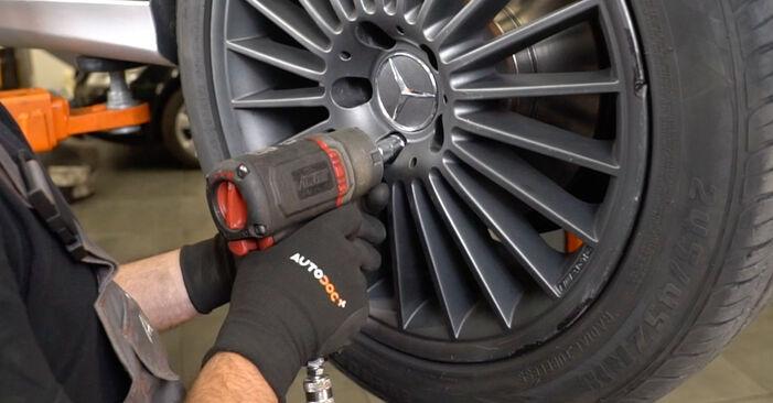 Смяна на Пружинно окачване на Mercedes W211 2004 E 220 CDI 2.2 (211.006) самостоятелно