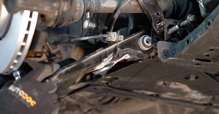 Svojpomocná výmena Rameno Zavesenia Kolies na aute Renault Scenic 2 2005 1.9 dCi