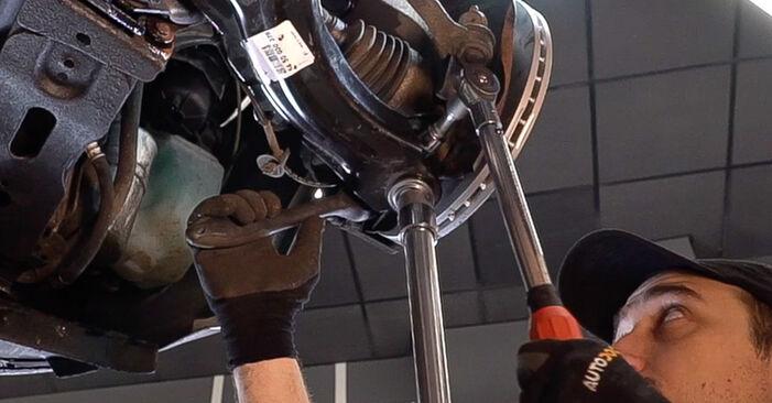 Aké náročné to je, ak to budete chcieť urobiť sami: Rameno Zavesenia Kolies výmena na aute Renault Scenic 2 1.9 dCi 2009 – stiahnite si ilustrovaný návod