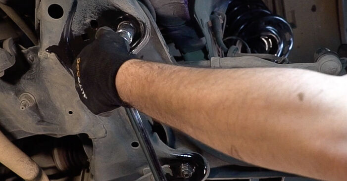 PEUGEOT 208 1.6 Control Arm replacement: online guides and video tutorials