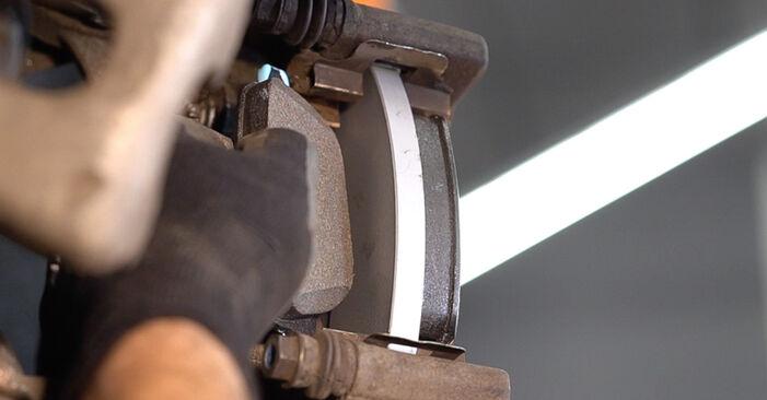Hinweise des Automechanikers zum Wechseln von ALFA ROMEO 159 Sportwagon (939) 2.0 JTDM 2011 Bremsbeläge