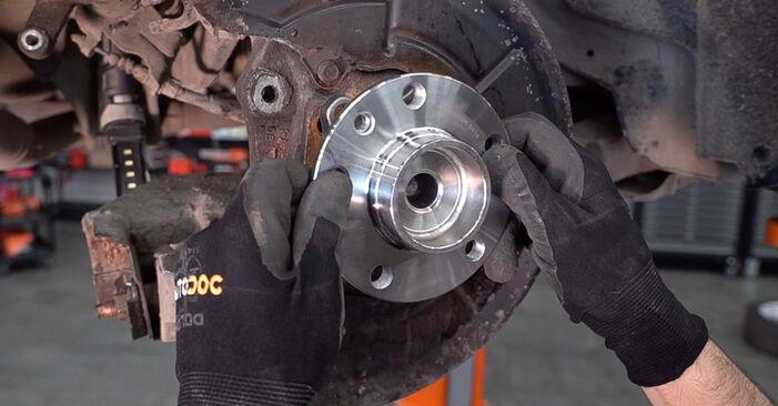 Wie schwer ist es, selbst zu reparieren: Radlager Alfa Romeo 159 Sportwagon 1.8 TBi 2011 Tausch - Downloaden Sie sich illustrierte Anleitungen