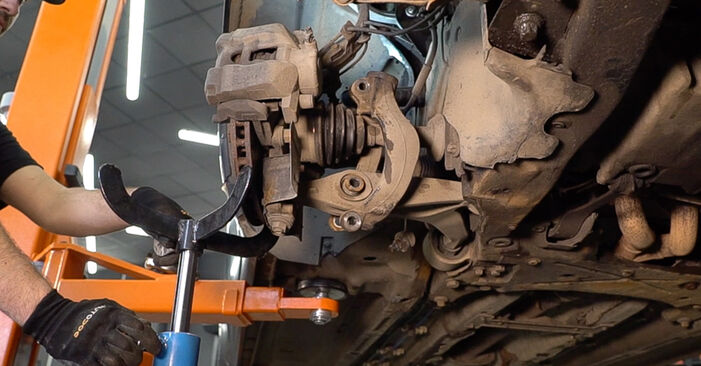How to replace Control Arm on ALFA ROMEO 159 Sportwagon (939) 2010: download PDF manuals and video instructions