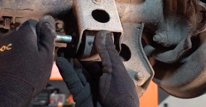 Substituindo Braço De Suspensão em Toyota Prado J120 2003 3.0 D-4D por si mesmo