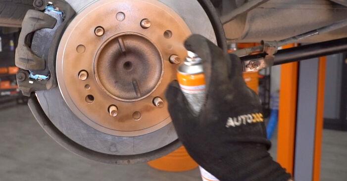 Quão difícil é efetuar a substituição de Braço De Suspensão no Toyota Prado J120 3.0 D 2008 por si mesmo - descarregue o guia ilustrado