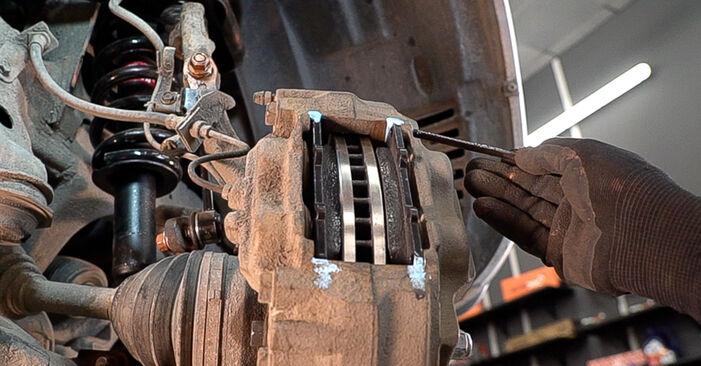 Austauschen Anleitung Bremsscheiben am Toyota Prado J120 2003 3.0 D-4D selbst