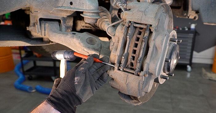 Bremsscheiben Ihres Toyota Prado J120 3.0 D-4D 2010 selbst Wechsel - Gratis Tutorial