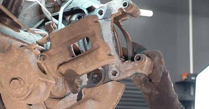 Schritt-für-Schritt-Anleitung zum selbstständigen Wechsel von Toyota Prado J120 2008 3.0 D-4D Bremsscheiben