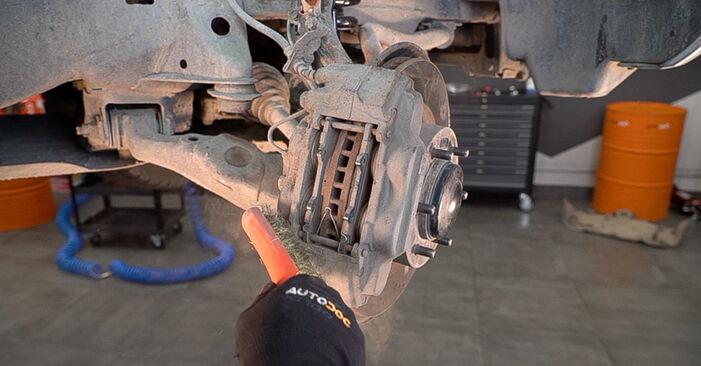 Quanto è difficile il fai da te: sostituzione Pastiglie Freno su Toyota Prado J120 3.0 D 2008 - scarica la guida illustrata