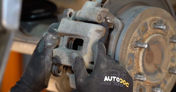 TOYOTA LAND CRUISER 3.0 D-4D Brake Pads replacement: online guides and video tutorials