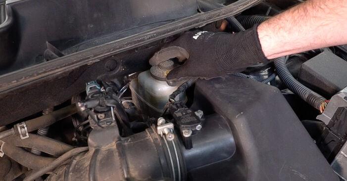 Mennyi ideig tart a csere: Fékbetét Toyota RAV4 III 2013 - tájékoztató PDF útmutató