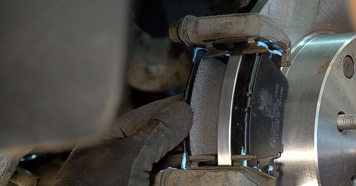 Не е трудно да го направим сами: смяна на Спирачен диск на Toyota RAV4 III 2.0 4WD 2011 - свали илюстрирано ръководство