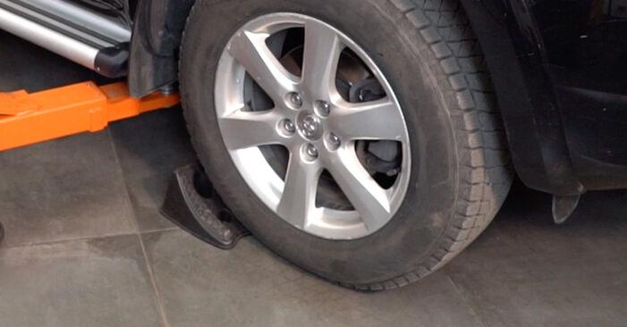 Como trocar Ponteiras de Direcção no Toyota RAV4 III 2005 - manuais gratuitos em PDF e vídeo
