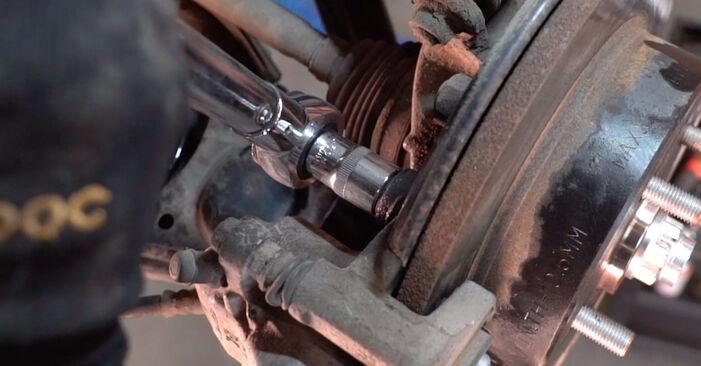 Recomendações passo a passo para a substituição de Toyota RAV4 III 2009 2.0 (ZSA35_) Rolamento da Roda por si mesmo
