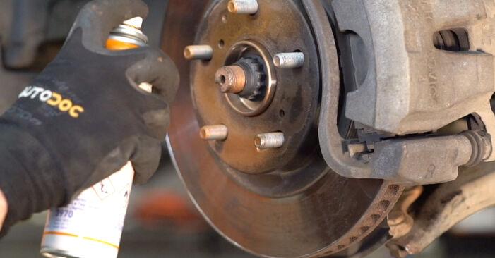Você precisa saber como substituir Rolamento da Roda no TOYOTA RAV4 ? Este manual de oficina gratuito o ajudará a fazer você mesmo
