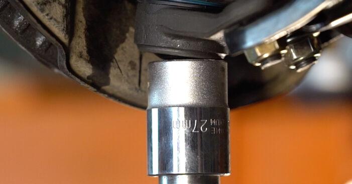 Come cambiare Braccio Oscillante su TOYOTA RAV 4 III (ACA3_, ACE_, ALA3_, GSA3_, ZSA3_) 2008 - suggerimenti e consigli