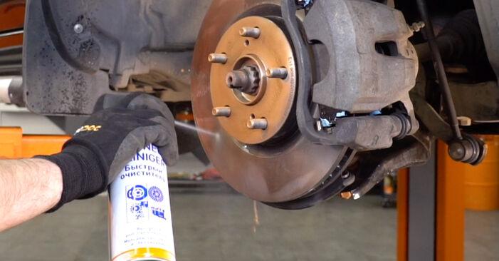 Quanto è difficile il fai da te: sostituzione Braccio Oscillante su Toyota RAV4 III 2.0 4WD 2011 - scarica la guida illustrata