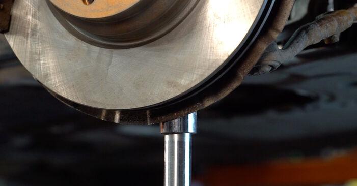 Querlenker beim BMW 3 SERIES 325d 3.0 2012 selber erneuern - DIY-Manual