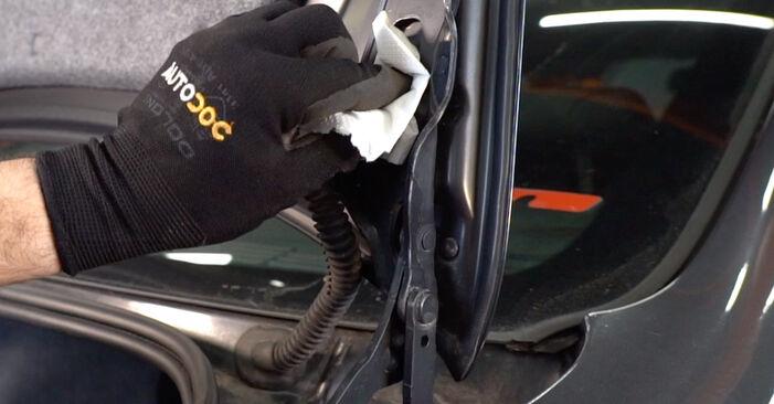Cómo quitar Amortiguador De Maletero en un BMW 3 SERIES 325i 2.5 2009 - instrucciones online fáciles de seguir
