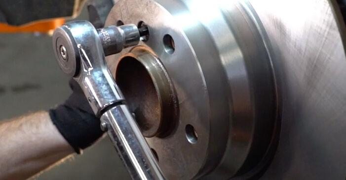 Bremsscheiben beim BMW 3 SERIES 325d 3.0 2011 selber erneuern - DIY-Manual