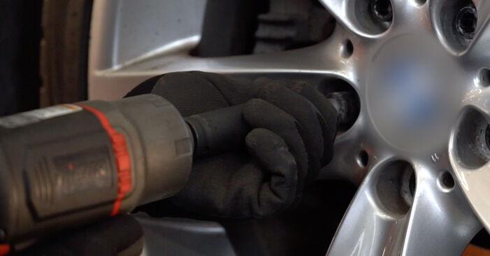 Wie schwer ist es, selbst zu reparieren: Bremsscheiben BMW E92 320i 2.0 2010 Tausch - Downloaden Sie sich illustrierte Anleitungen