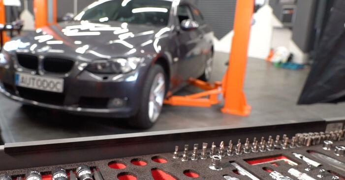 Austauschen Anleitung Bremsscheiben am BMW E92 2006 335i 3.0 selbst