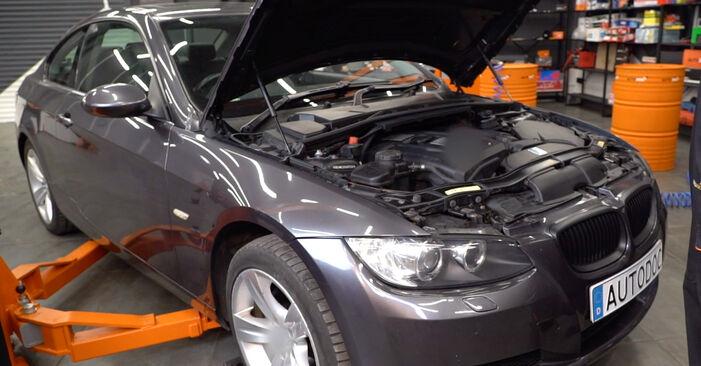 Wie Bremsbeläge BMW E92 335i 3.0 2001 tauschen - Kostenlose PDF- und Videoanleitungen