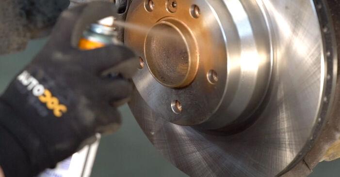 Bremsbeläge beim BMW 3 SERIES 325d 3.0 2008 selber erneuern - DIY-Manual