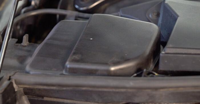Schritt-für-Schritt-Anleitung zum selbstständigen Wechsel von BMW E92 2004 325i 2.5 Bremsbeläge