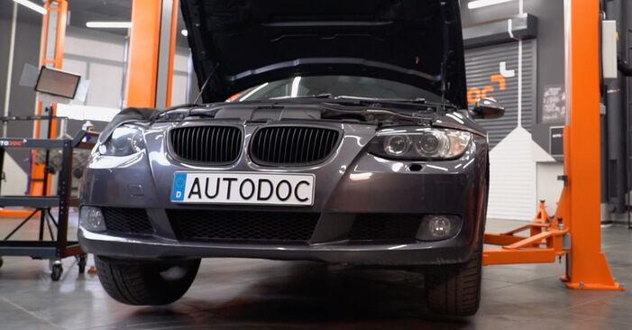 Bremsbeläge am BMW 3 Coupe (E92) M3 4.0 2006 wechseln – Laden Sie sich PDF-Handbücher und Videoanleitungen herunter