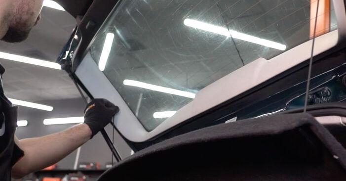 Zweckdienliche Tipps zum Austausch von Heckklappendämpfer beim VW Golf IV Schrägheck (1J1) 1.6 16V 2002