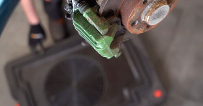VW GOLF 1.6 16V Brake Calipers replacement: online guides and video tutorials