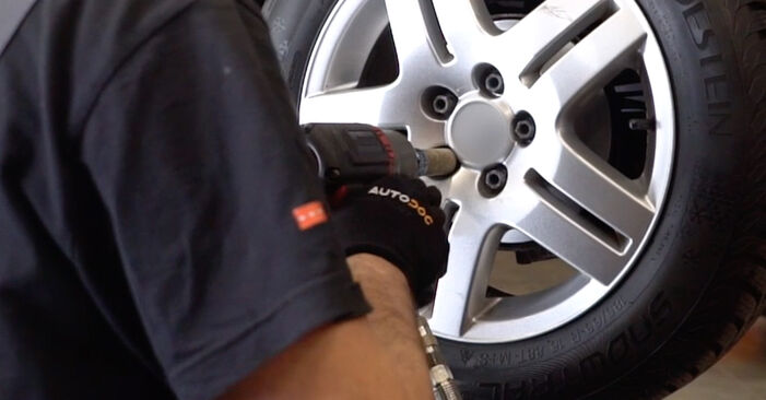 Changing Brake Calipers on VW Golf IV Hatchback (1J1) 1.9 TDI 2000 by yourself