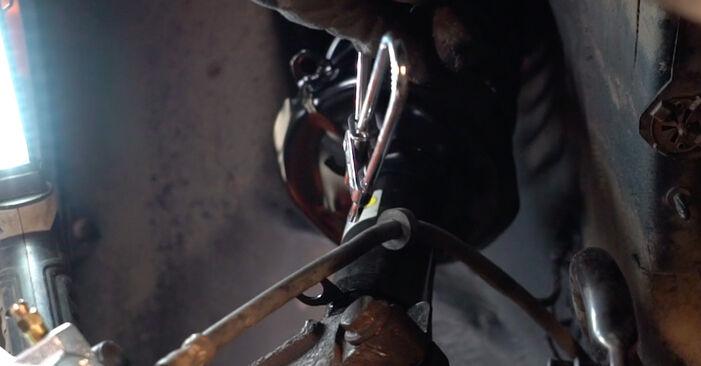 Bremssattel beim VW GOLF 1.6 2004 selber erneuern - DIY-Manual