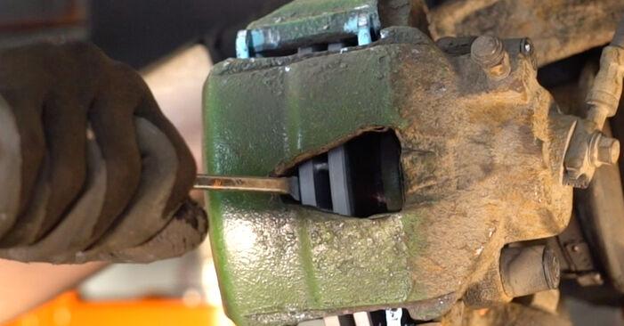 Bremssattel am VW Golf IV Schrägheck (1J1) 2.0 2002 wechseln – Laden Sie sich PDF-Handbücher und Videoanleitungen herunter