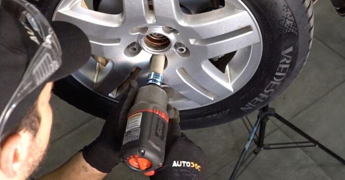 Înlocuirea de sine stătătoare VW Golf IV Hatchback (1J1) 1.6 16V 2002 Brat Suspensie - tutorialul online